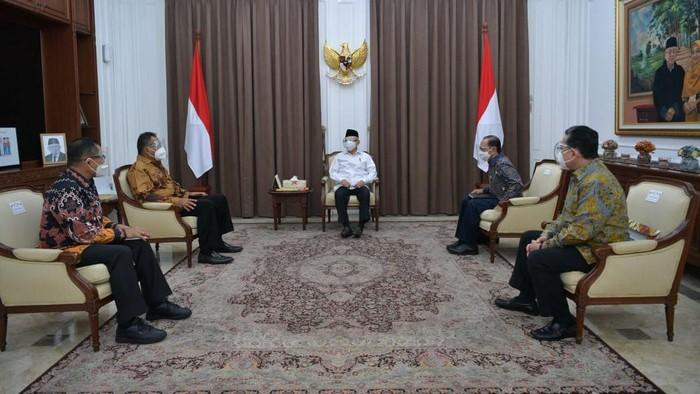 Wapres Maruf Amin menerima kunjungan Rektor UI dan rombongan