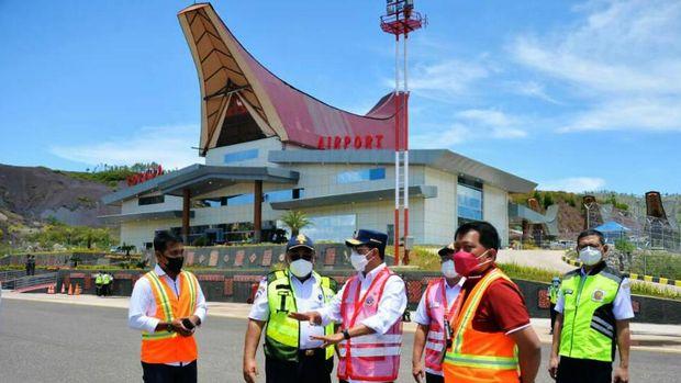 Bandara Tana Toraja di Sulawesi Selatan dibangun dengan membelah 3 bukit. Yuk intip penampakannya.