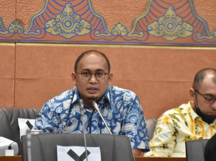 Anggota Komisi VI DPR RI Andre Rosiade meminta Menteri BUMN Erick Thohir untuk berkoordinasi dengan Menteri Perhubungan agar GeNose C19 dapat dijadikan alat tes COVID-19 di bandara.