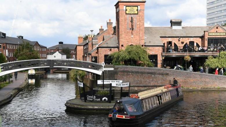 Kanal di Birmingham, Inggris.