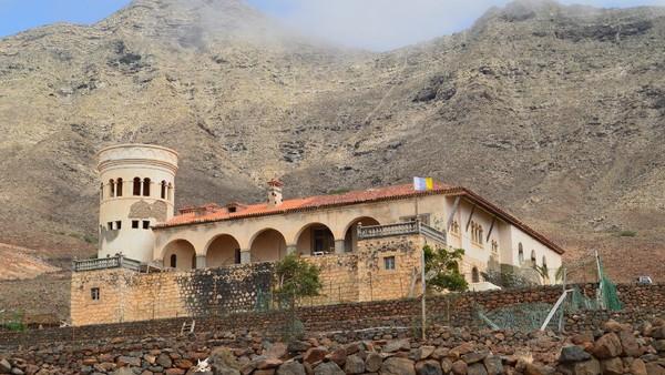 Inilah Casa Winter, villa terpencil di Spanyol yang konon katanya menjadi lokasi tempat diktator Jerman, Adolf Hitler menjalani operasi plastik. Villa ini terletak di Fuerteventura, Kepulauan Canary, Spanyol. (Getty Images/Raul Hernandez Balbuena)