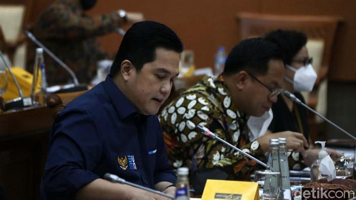 Menteri BUMN Erick Thohir mengikuti rapat kerja dengan Komisi VI DPR RI, Jakarta, Kamis (18/03/2021). Rapat tersebut membahas pembentukan Holding BUMN Ultra Mikro.