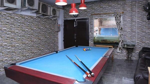 Sejumlah fasilitas pelengkap juga tersedia, seperti meja biliar hingga ruang meeting. Fasilitas itu dapat digunakan oleh tamu hotel hingga umum. (dok Hotel Alona)