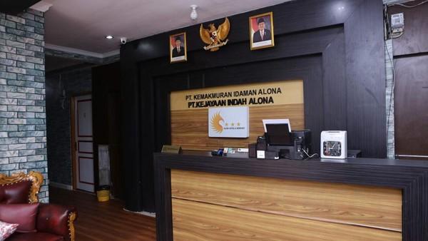 Ditelusuri detikTravel via situs resminya, Hotel Alona berlokasi di Jl Komp Deplu Jl Lestari No. 29A, Kreo Selatan, Larangan, Banten. Seperti hotel umumnya, terdapat beberapa jenis kamar di Hotel Alona. (dok Hotel Alona)