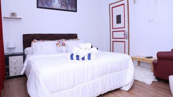 Sedangkan yang paling wah, ada kamar suite room yang berada di rate Rp 600 ribu per malam. Selain lebih luas, kamar ini juga dapat diinapi oleh maksimum empat orang. (dok Hotel Alona)