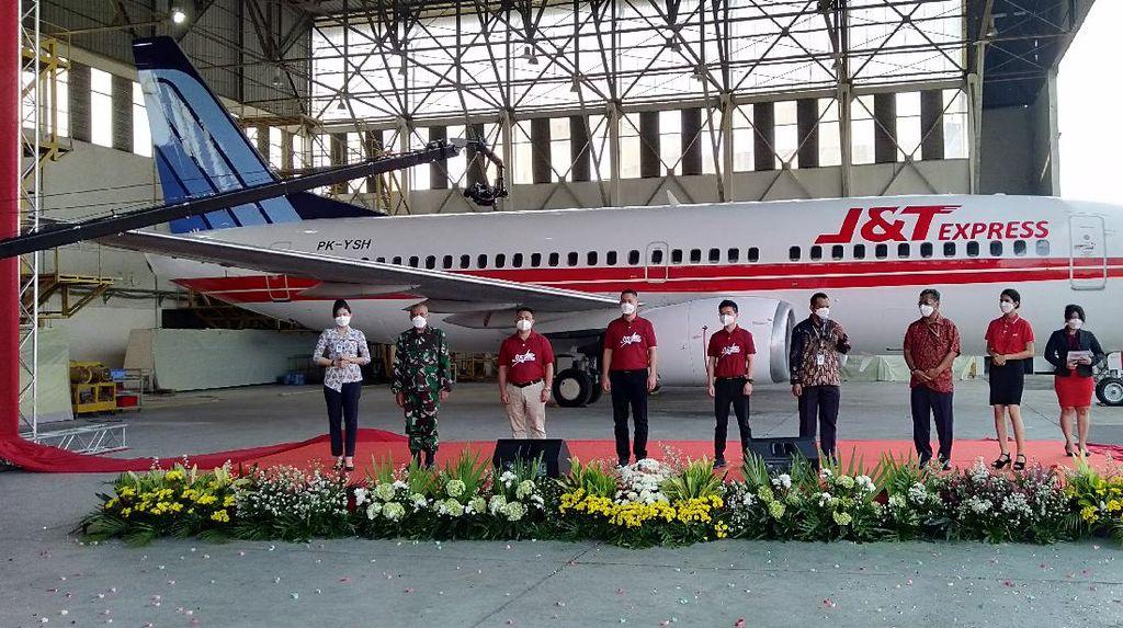J&T Express Gandeng Trigana Air Luncurkan Pesawat Kargo Antar Barang