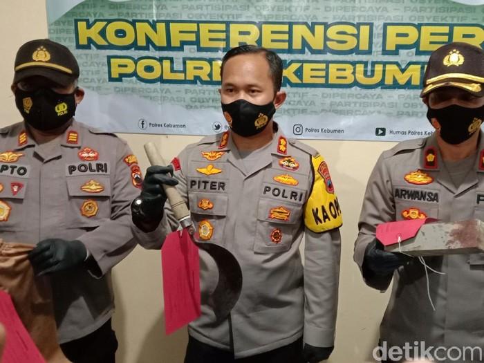 Jumpa pers kasus pembacokan yang akibatkan 1 orang tewas-5 luka di Kebumen, Kamis (18/3/2021).