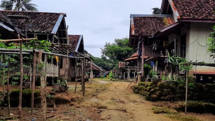 Suasana Kampung Sukasirna, Sukabumi.