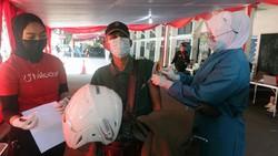 Layanan vaksinasi COVID-19 secara drive thru juga hadir di Kota Bogor. Wali Kota Bogor Bima Arya turut meninjau proses vaksinasi drive thru ini.