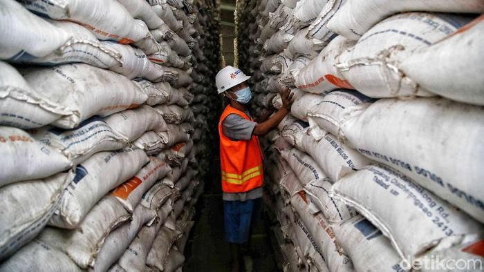 Pemerintah berencana impor beras 1 juta ton. Dirut Perum Bulog Budi Waseso pun buka-bukaan soal kondisi ratusan ribu ton beras impor yang belum terpakai.