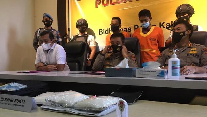 Polda Kaltim menangkap dua pelaku pengedar sabu (Suriyatman/detikcom)