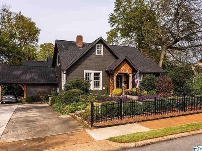 Rumah dijual yang disainnya dihujat netizen.