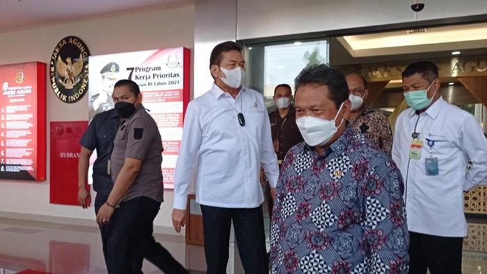 Menteri KKP Sakti Wahyu Trenggono menemui Jaksa Agung ST Burhanuddin di Kejagung, Jaksel, Kamis (18/3/2021).