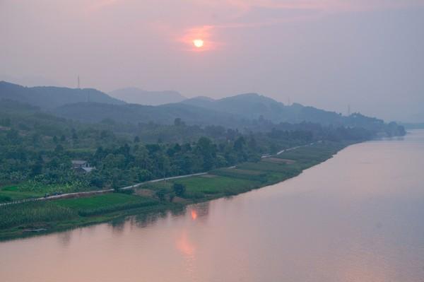 Sungai Parfum atau Houng River memanjang 80 km di Kota Hue. (Getty Images/iStockphoto)
