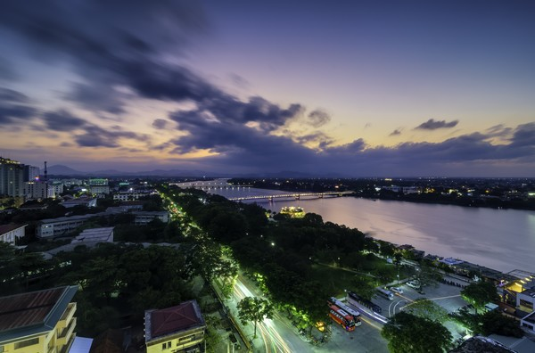 Saat malam, Sungai Parfum akan tambah cantik.(Getty Images/iStockphoto)