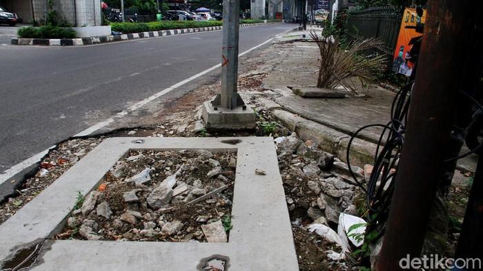Pemprov DKI Jakarta akan menata sejumlah ruas jalan di Ibu Kota. Salah satu trotoar yang akan ditata berada di Jalan Woltermonginsidi, Jakarta Selatan.