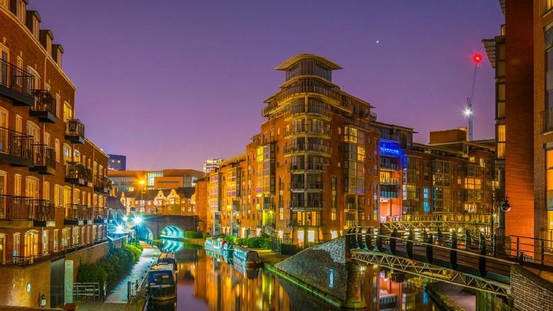 View malam hari Birmingham, Inggris