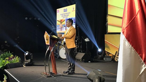 Ketua MKGR Adies Kadir menyampaikan pidato.