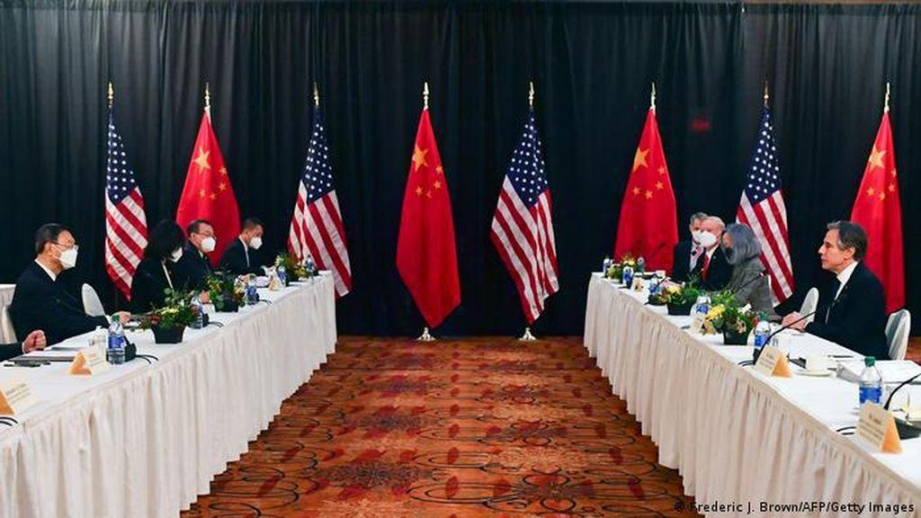 Bertemu di Alaska, Pejabat AS-China Saling Serang, Lempar Kritikan Tajam