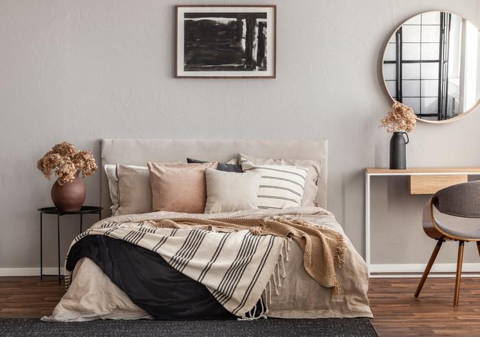 Aturan fengshui kamar tidur yang baik. Foto: Getty Images/iStockphoto/KatarzynaBialasiewicz