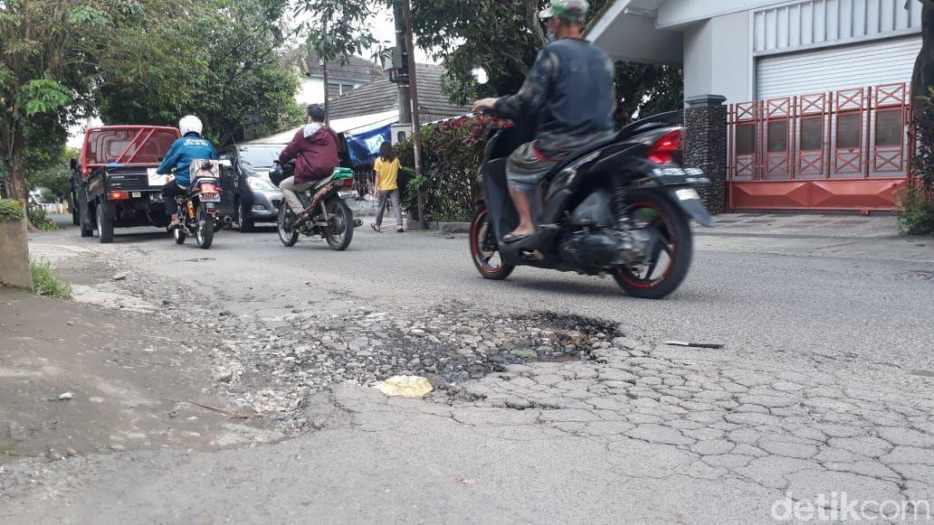 Jl Terusan Kecubung Barat, Kota Malang, rusak. 19 Maret 2021. (Muhammad Olifiansyah/detikcom)