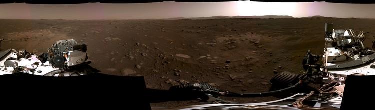 Panorama ini, diambil pada 20 Februari 2021, oleh Kamera Navigasi, atau Navcams, di atas kapal penjelajah Perseverance Mars NASA, dijahit bersama dari enam gambar individu setelah dikirim kembali ke Bumi.