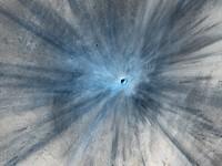 Kawah tabrakan meteor diambil oleh kamera High Resolution Imaging Science Experiment (HiRISE) di Mars Reconnaissance Orbiter NASA pada 19 November 2013