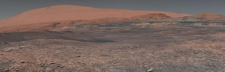 Mosaik yang diambil oleh Penjelajah Mars Curiosity milik NASA  di Gunung Sharp.