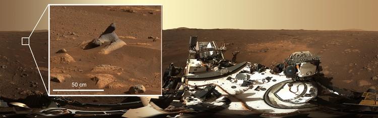 Batu yang terlihat dalam foto panorama 360 derajat pertama yang diambil dengan instrumen Mastcam-Z.