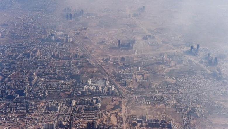 Polusi udara di New Delhi, India pada 2014 (ROBERTO SCHMIDT / AFP)
