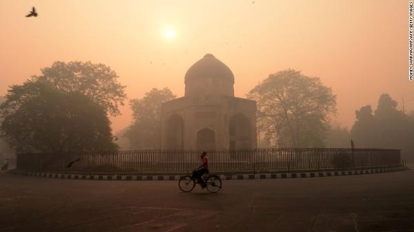 Selain New Delhi, ada kota-kota lain di India yang juga tingkat polusi udaranya tinggi. Menurut Laporan Kualitas Udara Dunia 2020 dari IQAir, India menjadi rumah bagi 35 dari 50 kota paling tercemar di dunia. Foto: CNN