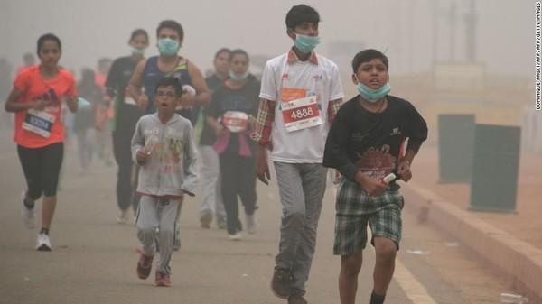 Namun berdasarkan studi yang dilakukan Greenpeace Southeast Asia Analysis dan IQAir, masalah polusi udara di New Delhi pada 2020 telah menelan 54.000 korban jiwa.Foto: CNN
