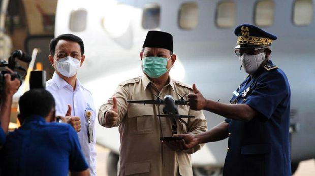Menteri Pertahanan (Menhan) Prabowo Subianto menyerahkan Pesawat karya anak bangsa CN235-220 MPA ke Angkatan Udara Republik Senegal