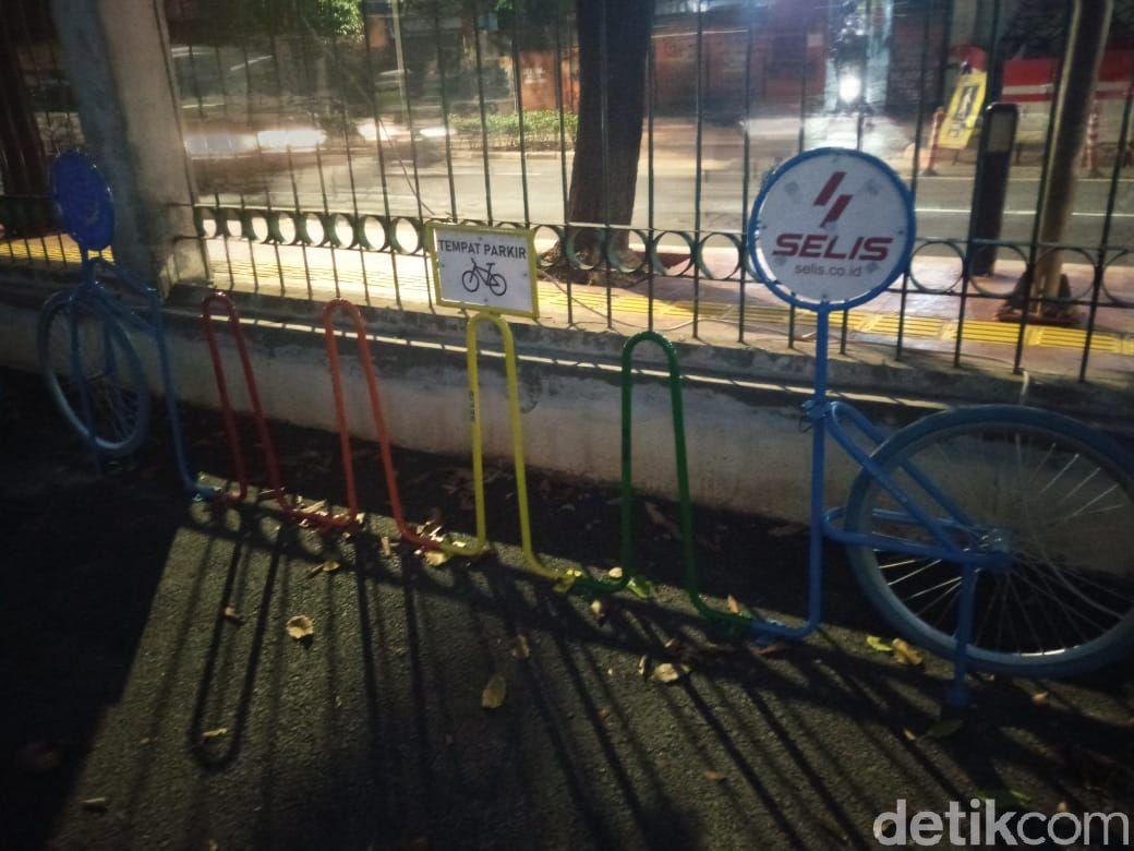 Rak parkir sepeda di Stasiun Palmerah, Jakarta Barat, 19 Maret 2021. (Kadek Melda Luxiana/detikcom)