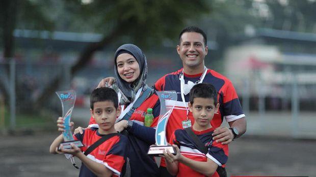 Rasyad-Rasyid Hilabi dapat dua podium teratas di dua seri awal EShark Rok Cup Indonesia pekan lalu