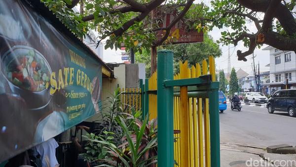 Alamat Sate Gebug Malang: Jalan Jenderal Basuki Rahmat, Klojen, Kec. Klojen, Kota Malang, Jawa Timur 65119.