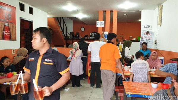 Alamat Bakso Solo Kidul Pasar: Jl. A. Yani No.57, Purwodadi, Kec. Blimbing, Kota Malang, Jawa Timur 65126.