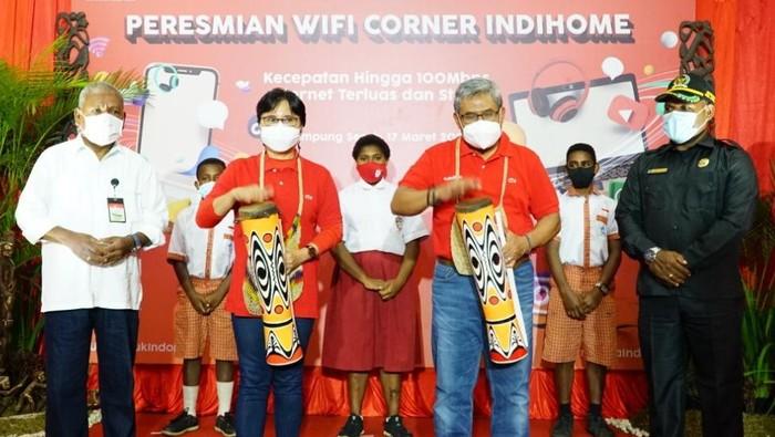 Sebagai upaya untuk memeratakan akses internet di Papua, Telkom menyebarkan layanan fixed broadband andalannya IndiHome.