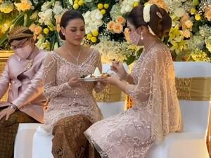Aurel Hermansyah Siraman, Kebayanya Disulap Jadi Gaun Mewah