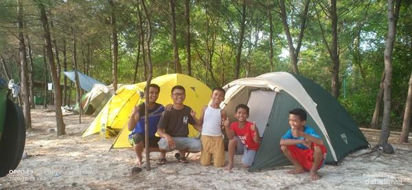 Setelah mendirikan tenda di camping ground