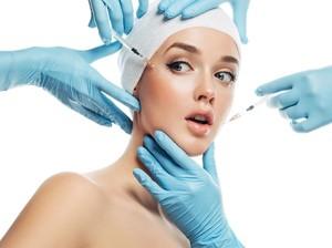 Akibat Salah Injeksi Botox, Mata Wanita Ini Jadi Turun Sebelah