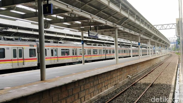 Stasiun Jatinegara memiliki wajah baru setelah melalui proses renovasi yang berjalan sejak 2016 lalu. Yuk Intip penampakannya terrkini