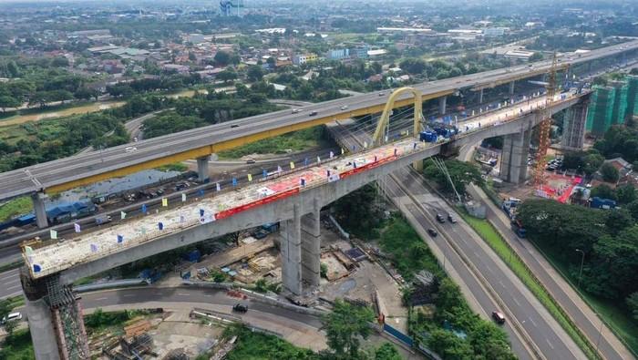 Jembatan Lengkung Terbesar Kereta Cepat JKT-BDG Mendarat Sempurna!