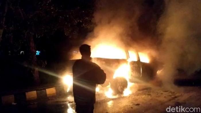 Mobil di Cianjur terbakar