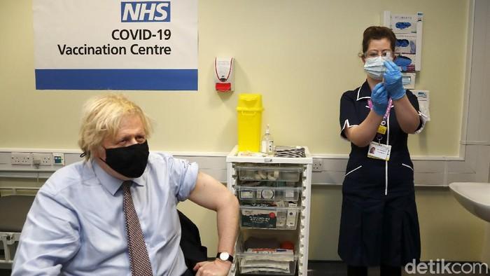 Perdana Menteri (PM) Inggris Boris Johnson menjadi orang pertama yang mendapat dosis vaksin virus Corona (COVID-19), AstraZeneca di Inggris. Dia meyakinkan bahwa AstraZeneca tidak bermasalah.