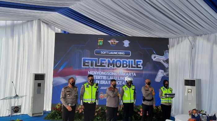 Polda Metro Jaya meluncurkan 30 unit e-TLE mobile.