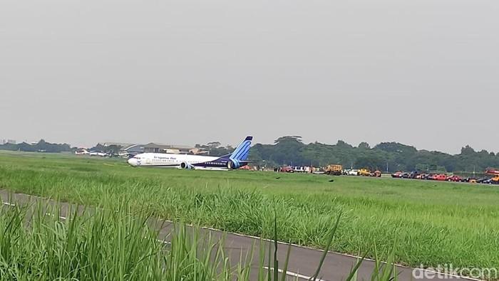 Proses evakuasi pesawat Trigana Air PK-YSF yang tergelincir di Bandara Halim Perdanakusuma, Jaktim (Azhar Bagas/detikcom)