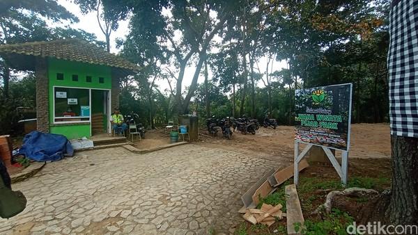Lokasi Pijar Park berada di lereng Gunung Muria, tepatnya di Desa Kajar Kecamatan Dawe. Lokasi tidak susah dijangkau, sebab satu arah saat menuju ke Makam Sunan Muria yang berada di Desa Colo Kecamatan Dawe. (Dian Utoro Aji/detikcom)