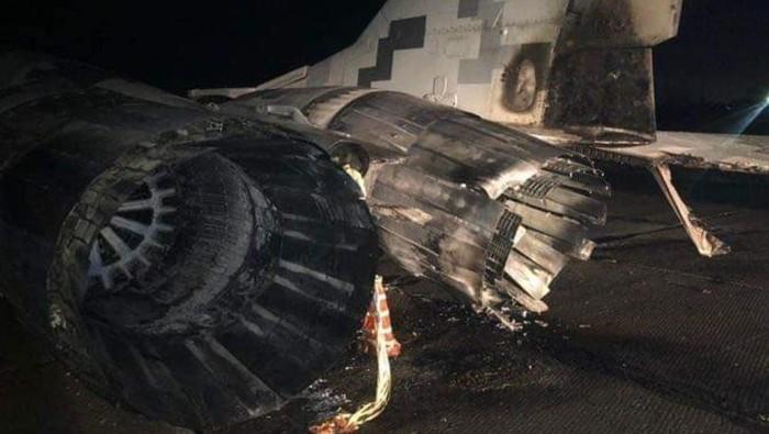 Kecelakaan mobil tabrak buntut jet tempur