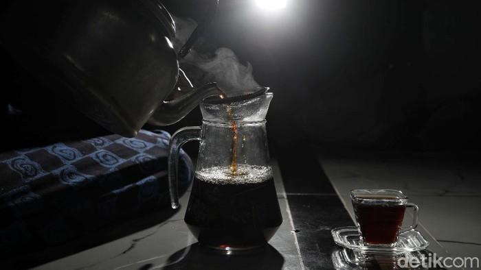 Warga Desa Lempuyang, Kecamatan Wonosalam, Demak, mengembangkan teh dari daun jambu air. Teh jambu dinyakini bisa mencegah penyakit gula.